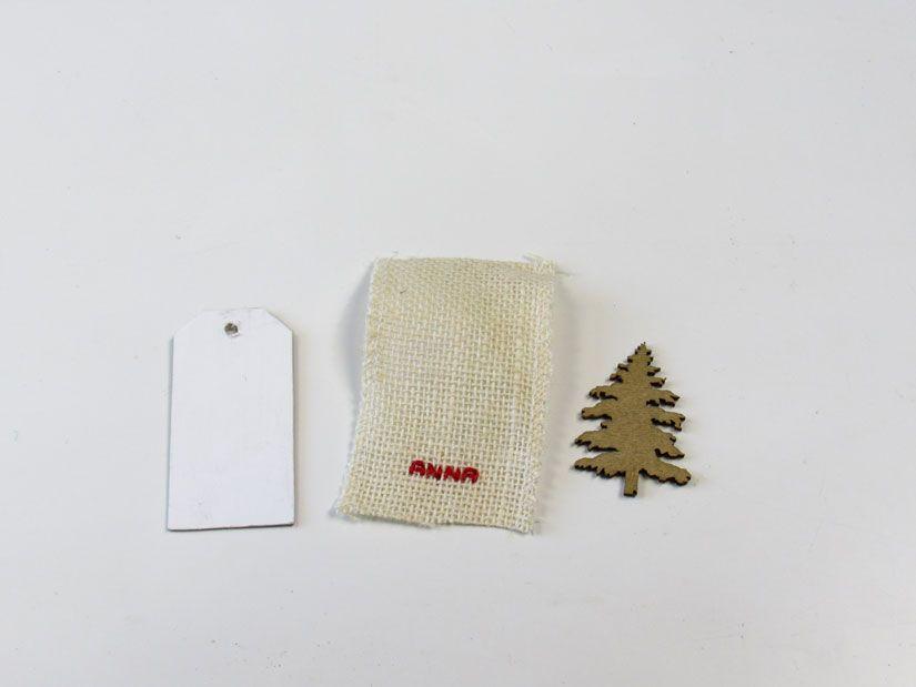 Etiqueta reciclada con arpillera y silueta madera de TodoStencil