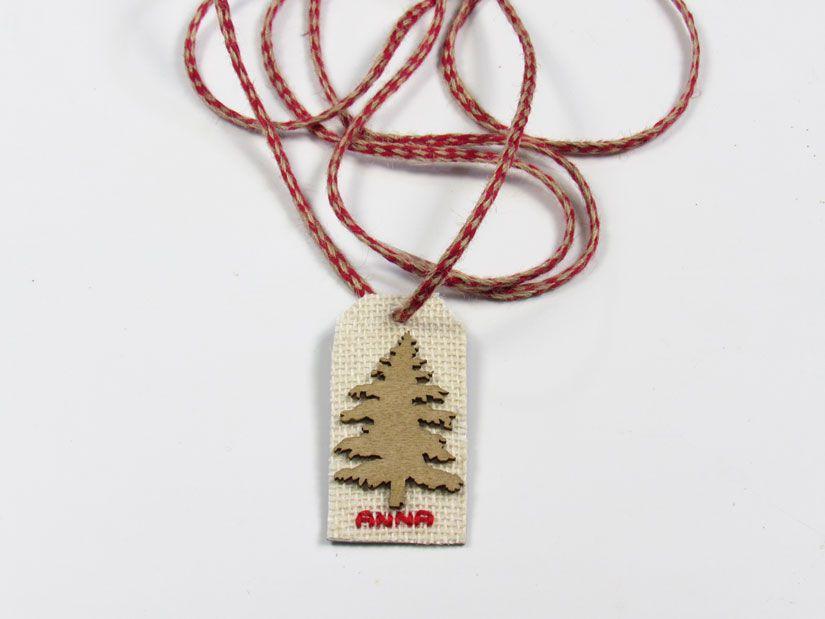 Etiqueta reciclada para navidad con silueta de madera de TodoStencil