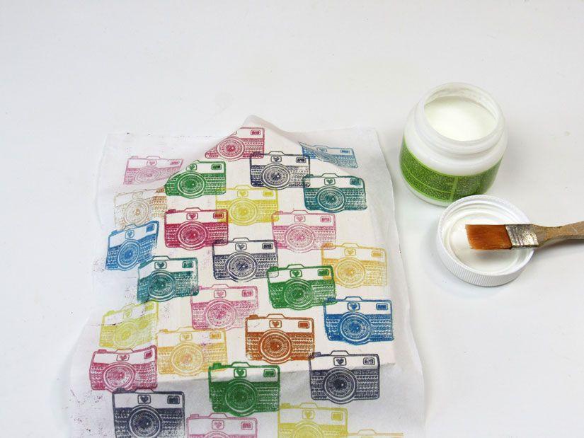 Decoupage con estampación impresa de sello caucho Mya de TodoStencil