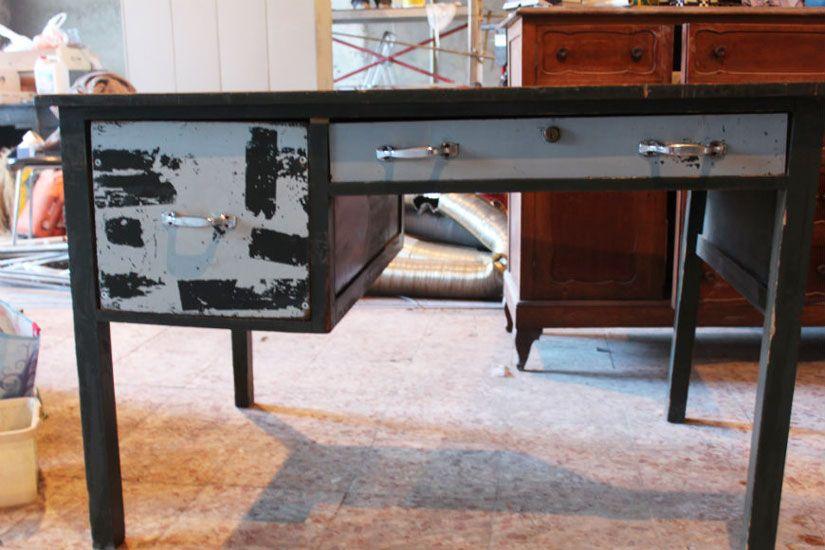 restauración escritorio industrial con Mya chalk paint de TodoStencil