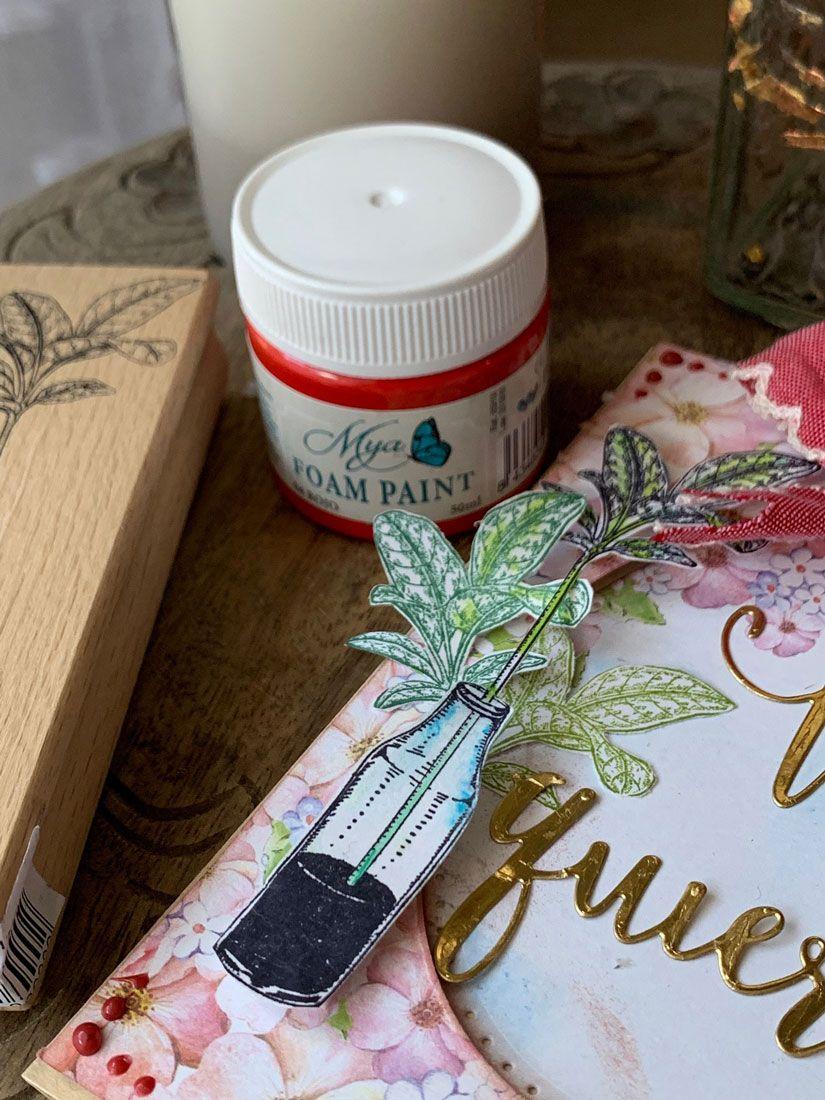 Detalle tarjeta san valentín con sello caucho y foam paint Mya de TodoStencil
