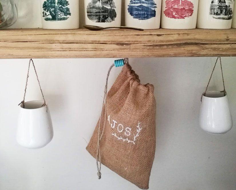 Bolsa arpillera desde 0 decorada con Markal y stencil de TodoStencil