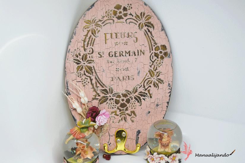 colgador con soporte de madera decorado con Mya chalkpaint, plantilla y Markal de TodoStencil