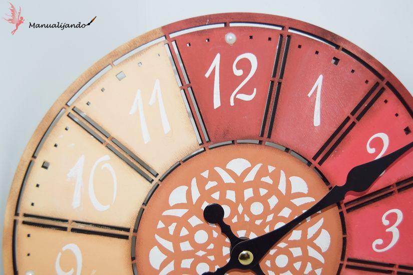reloj de madera de TodoStencil decorado con stencil y chalkpaint