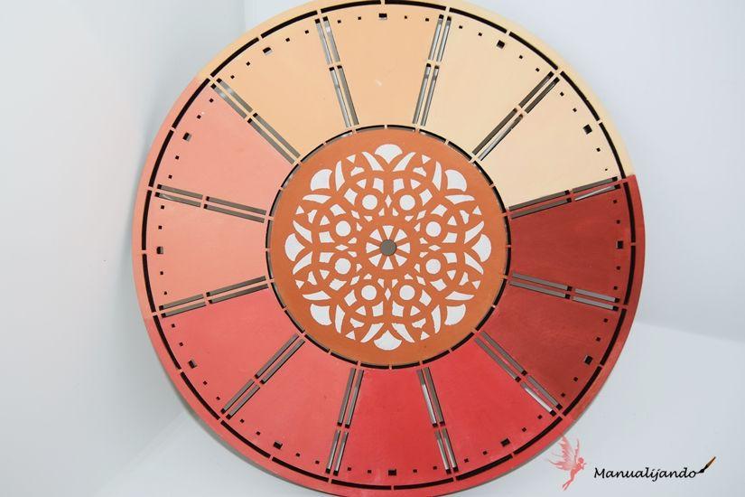 reloj de madera de TodoStencil decorado con Mya chalkpaint colores degradados