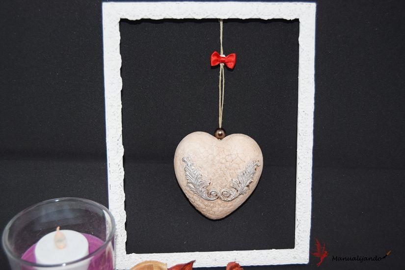 Decoración navidad con marco y corazón decorado con mya flex paste de TodoStencil