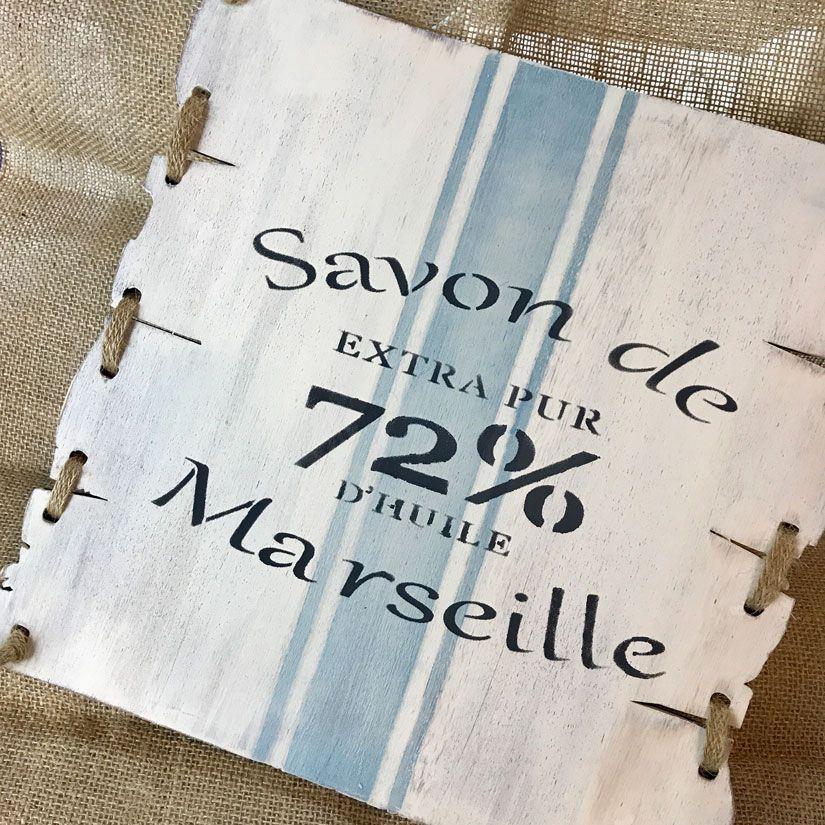 Cartel de madera French Style con mya chalkpaint y stencil de TodoStencil