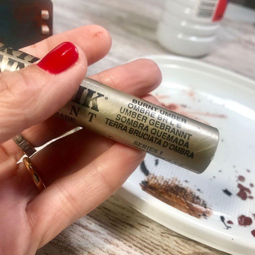 Caja con efecto oxidado con mya chalkpaint y Markal de TodoStencil