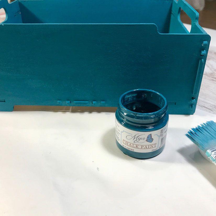 Caja de madera con efecto oxidado con Mya chalkpaint de TodoStencil