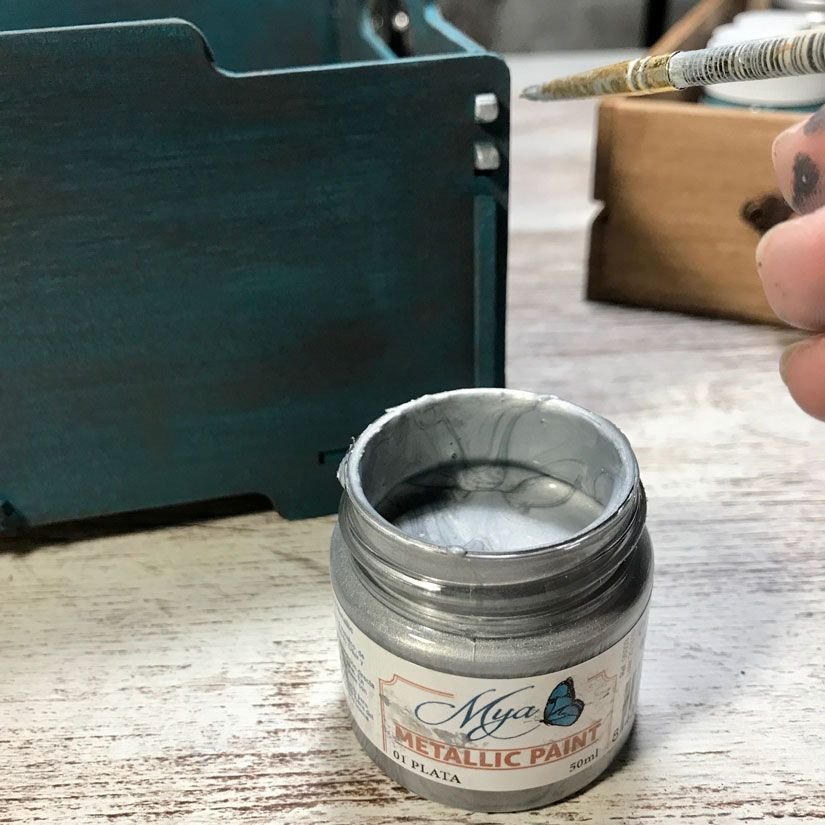 Caja con efecto oxidado con mya chalkpaint de TodoStencil