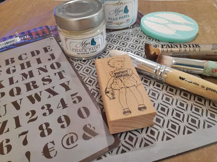 Layout con stencil, chalk paint y Flex paste Mya de TodoStencil